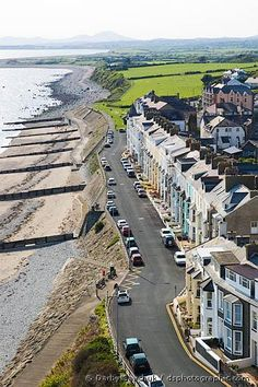 Criccieth, Wales--We stayed at the Bayview Guest House. I think it's toward the middle of the line of buildings. It was light blue. England Ireland, England And Scotland, England Uk, Oh The Places You'll Go, Places To Visit, Wales Uk, North Wales, Wonderful Places, Beautiful Places