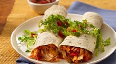 Browse Old El Paso recipes for traditional Mexican dishes such as tacos, enchiladas, burritos and more. Discover delicious meat and vegetarian dinner ideas. Creamy Chicken Enchiladas, Chicken Burritos, Baked Burritos, Beef Quesadillas, Easy Chicken And Rice, Chicken Rice, Taco Chicken, Mexican Dishes, Mexican Food Recipes