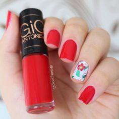 Red Nails. Unhas vermelhas. Flowers nail art. Nail design. Unhas decoradas com película floral. Esmalte Ansiedade da Gio Antonelli. by @morganapzk By Morgana PZK