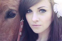 love this pic! will have to remember this next time i get pictures done with my horse.