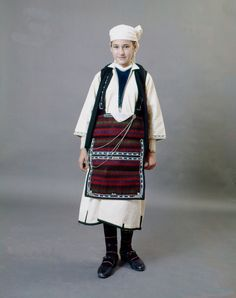 Young girl from the village of Alona, Florina. Peloponnesian Folklore Foundation