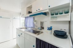 Mobil Home de alquiler en el camping situado en la Costa Dorada. Kitchen Cabinets, Storage, Furniture, Navy, Home Decor, Single Beds, Photo Galleries, Caravan, Purse Storage
