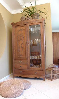 Armário pode ser usado na sala (transformando-se em um bar), no quarto (como roupeiro) ou na cozinha (como uma peça utilitária)