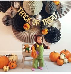 Probably the cutest Halloween decorations ever from Pippa Co Events! Halloween Fotos, Chic Halloween, Halloween Queen, Halloween Birthday, Halloween Party Decor, Holidays Halloween, Halloween Crafts, Halloween Backdrop, Halloween Displays
