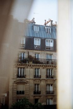 "lesruellesdeparis: ""white/serene blog here xx """