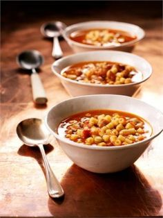 Minestrone in minutes--we can all use a recipe like this! Thank you Nigella Lawson ; Soup Recipes, Vegetarian Recipes, Cooking Recipes, Chili Recipes, Easy Recipes, Recipies, Healthy Recipes, Pasta E Fagioli, Pasta Soup