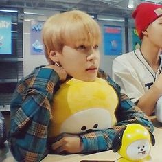 it's cute and all but Jimin has been blonde for t o o l o n g<<<<i....i agree