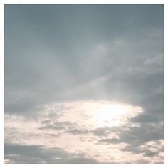 Sun Salutation #goodmorningworld #hamburg #morningsky #clouds #sun #sunrise #running #run #sunsalutation