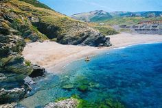 Cala dell'Argentiera a Sassari - Riviera del Corallo. E' formata da due spiagge: una più grande e una più piccola, Cala Onanu. La località è nota anche per la vicinanza con il Parco Geominerario della Sardegna. http://www.bbplanet.it/casa-vacanze-il-podere-di-monte-sixeri-santa-maria-la-palma-alghero_s20210/it/
