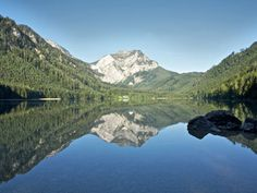 Two mountain lakes. Park at Vorderer Langbathsee and walk around it or hike to Hinterer Langbathsee Stroller friendly. Hiking Tours, Heart Of Europe, Seen, Short Trip, Austria, Mount Everest, Things To Do, Wanderlust, Mountains