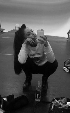 Mais de 564 fotos de na galeria de fotos! Veja também as letras, vídeos e outras fotos de Ariana Grande.