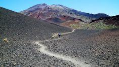 Vulkaanisen Teneriffan komein nähtävyys on maailman kolmanneksi korkein tulivuori Teide. Sen vieressä on matalampi tulivuori Pico Viejo, j...