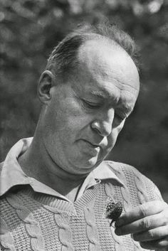 Javer Marías: Vladimir Nabokov en éxtasis : Ignoria (Foto: Vladimir Nabokov, Ithaca NY 1958 by Carl Mydans - Time  Life Pictures-Getty Images) http://bibliotecaignoria.blogspot.com/2014/06/javer-marias-vladimir-nabokov-en-extasis.html#.U7GWMZSSxie