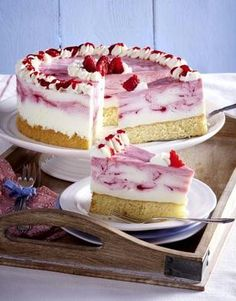 Our popular recipe for raspberry quark cake and more than other free recipes on LECKER. Our popular recipe for raspberry quark cake and more than other free recipes on LECKER. Cheesecake Recipes, Pie Recipes, Shrimp Recipes, Torte Au Chocolat, Best Pie, Flaky Pastry, Food Cakes, Cakes And More, German Recipes