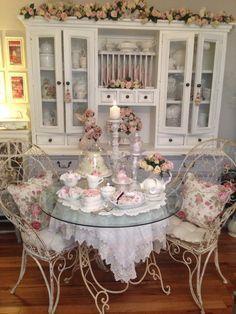 Shabby chic dining room *・゜*:fairynests:*゜・*