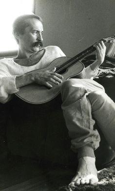 O escritor e poeta Paulo Leminski, em foto de 1988, um ano antes de sua morte