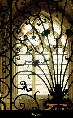 Gate in Noyons, France Wrought Iron Gates, Oise, Iron Work, Architectural Elements, Beautiful Buildings, Paris, Windows And Doors, Architecture Details, Decoration