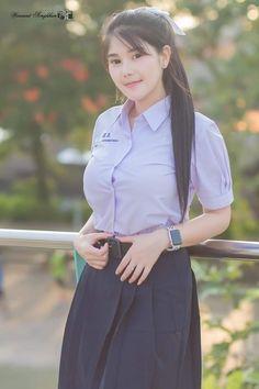 Girl in Uniform 😘 Cute Asian Girls, Cute Girls, Cool Girl, Trendy Outfits For Teens, Trendy Clothes For Women, Beautiful Japanese Girl, Beautiful Asian Women, Ao Dai, Fresh Girls