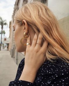 damn girl, jewelry on point