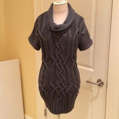 Old Navy Long Cowl neck sweater Wear as a dress or with leggings! Cable knit design. Cotton thread Old Navy Sweaters Crew & Scoop Necks