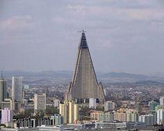 A raiz de la entrada en mi blog sobre la clasificación de los edificios mas feos del mundo ( ) me llamó la atención que apareciera un edificio llamado Hotel Ryugyong en Corea del Norte, ¿como es po...