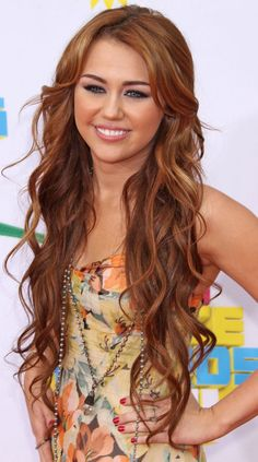 Miley Cyrus hair-ideas wish her hair was still all pretty like this! Loved it! Girls School Hairstyles, Teenage Hairstyles, Loose Hairstyles, Pretty Hairstyles, Girl Haircuts, Latest Hairstyles, Corte Y Color, Look Girl, My Hairstyle