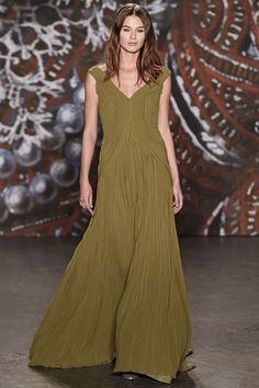See the complete Jenny Packham Fall 2015 Ready-to-Wear collection.