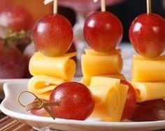 Mini brochettes de raisin à la mimolette : http://www.cuisineaz.com/recettes/mini-brochettes-de-raisin-a-la-mimolette-87072.aspx