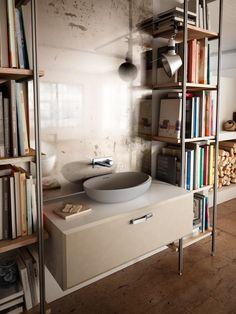 È in Duralight® il lavabo ovale da appoggio I Bordi della collezione Autoritratti di Teuco. Ha rubinetteria a muro.