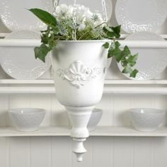 En underbar antikbehandlad vitmålad ampel i metall. Planter Pots, Vase, Home Decor, Metal, Decorations, Decoration Home, Room Decor, Flower Vases, Interior Design