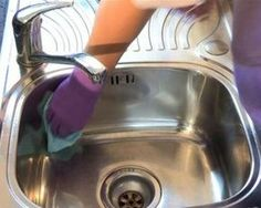 How to clean stainless steel sink - lemon juice, baking soda, baby oil! see video! I do this every week! I use the residual from the baby oil paper towel on all of my stainless steel appliances! Household Cleaning Tips, Household Cleaners, Diy Cleaners, Cleaners Homemade, House Cleaning Tips, Green Cleaning, Spring Cleaning, Cleaning Hacks, Kitchen Cleaning