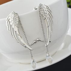 We present L'Extravagante -  Our most ostentatious model yet! These beautiful elaborate Angel Wings are fashion statement in itself.  They mould onto your ear to liven up your face with it's reflective brightness.