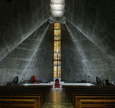 Photo courtesy of wakii ESPAÑOL The Saint Mary's Cathedral in Tokyo is a project by the celebrated architect Kenzo Tange , the greates. Sacred Architecture, Japan Architecture, Church Architecture, Religious Architecture, Kenzo Tange, Modern Church, Church Interior, Church Design, Church Building