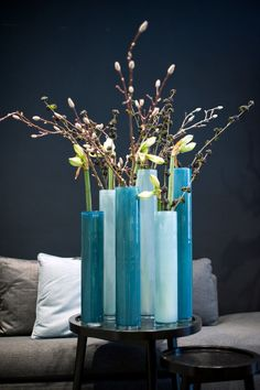 Our home is overloaded with DutZ Vase, Flower Fashion, Ikebana, Interior Inspiration, Flower Art, Decorative Items, Planting Flowers, Flower Arrangements, Beautiful Flowers