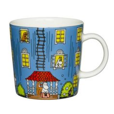 Moomin 70 years Special Edition mug by Arabia features Moominhouse. The mug holds l and every package contains a red paper roof for you to create your own Moominhouse out of. In 1945 Tove Jansson wrote her first book about the Moomin family, Moomin House, Moomin Shop, Moomin Mugs, Les Moomins, Moomin Valley, Tove Jansson, Le Village, 70th Anniversary, Red Paper