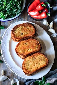 Make crispy, crunchy garlic toast with this easy recipe. All you need is bread, cheese, butter, and herbs. Each bite of this buttery side dish is addicting! Thanksgiving Appetizers, Great Appetizers, Appetizer Recipes, Garlic Toast Recipe, Cheesy Garlic Bread, Herb Butter, Fresh Bread, Latest Recipe, Vegetarian Cheese