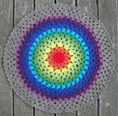 Transcendent Crochet a Solid Granny Square Ideas. Wonderful Crochet a Solid Granny Square Ideas That You Would Love. Point Granny Au Crochet, Granny Square Crochet Pattern, Crochet Round, Crochet Squares, Crochet Home, Knit Crochet, Double Crochet, Free Mandala Crochet Patterns, Crochet Mandala Pattern