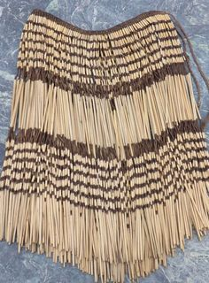 Catawiki online auction house: Woven flax skirt - piupiu - Maori - New Zealand - Oceania Native American Wisdom, Native American Artifacts, New Zealand Flax, Polynesian Dance, Flax Weaving, Traditional Skirts, Maori Designs, Folk Costume, Costumes