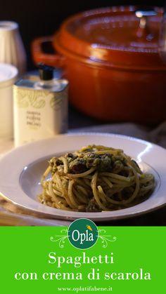 Spaghetti con crema di scarola, alici, capperi e pinoli tostati