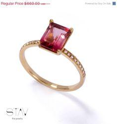 VALANTINES DAY SALE Solitare gold ring gemstone por StavFineJewelry, $561.00