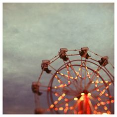 I love ferris wheel photos (via Alicia Bock Photography).