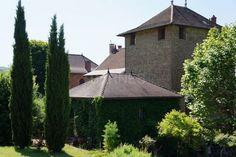 30 km de Lyon, belle maison forte du XIIIème dans un hameau Prestige, Lyon, Gazebo, Outdoor Structures, Cabin, House Styles, Home Decor, Character Home, Houses