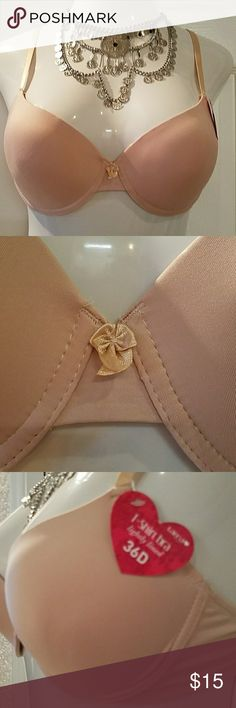 Tee shirt bra 36D New blush/nude Offered is a simple blush or nude coloured tee shirt bra. 36D. Made by Tarea. Lightly lined, adjustable and convertible straps. Double hook and eye closure in back. Tarea Intimates & Sleepwear Bras
