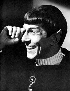 Leonard Nimoy - Star Trek (the original series/ behind the scenes) Star Trek Spock, Star Wars, Star Trek Tos, Science Fiction, Nave Enterprise, Deep Space Nine, Star Trek Movies, Star Trek Original, Leonard Nimoy