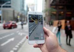 """下載自路透 A """"Pidgey"""" Pokemon is seen on the screen of the Pokemon Go mobile app, Nintendo's new scavenger hunt game which utilizes geo-positioning, in a photo illustration taken in downtown Toronto, Ontario, Canada July 11, 2016. REUTERS/Chris Helgren   - RTSHGSQ"""