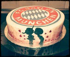 FC Bayern, Stern des Südens, du wirst niemals…. ♫ hier mal eine FC Bayern München Torte, die ich meinem Freund zum Geburtstag gemacht habe (: Gefüllt war diese mit einer Käse-Sahne mit Mandar…