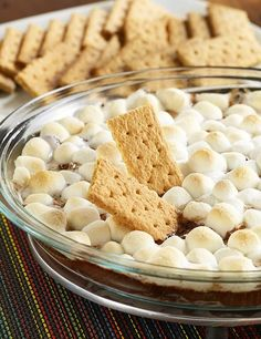 Chocolate Pudding S'mores Dip: An easy dessert recipe of marshmallows, chocolate pudding and chocolate morsels baked together for a warm dip for graham crackers Chocolate Morsels, Chocolate Pudding, Chocolate Recipes, Easy Snacks, Easy Desserts, Dessert Recipes, Pudding Recipes, Sauce Recipes, Marshmallows