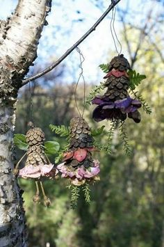 The Green Fairy : Garden Fairies Welcome Here ~~ Houston Foodlovers Book Club Diy Nature, Nature Crafts, Acorn Crafts, Pine Cone Crafts, Fairy Crafts, Angel Crafts, Land Art, Woodland Fairy, Forest School