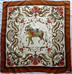 100 fantastiche immagini su Foulard hermes nel 2019   Hermes scarves ... ce1447c3e90
