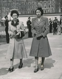 Princess Elizabeth and Her sister, Princess Margaret. Love this picture for Princess Elizabeth(Queen Elizabeth II) and Princess Margaret. Royal Queen, Queen Mary, Princess Elizabeth, Queen Elizabeth Ii, Adele, Duchess Of York, Isabel Ii, Queen Of England, Queen Mother